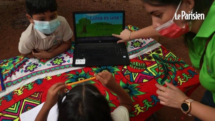 Au Panama, une prof prend son canoë pour enseigner à des élèves privés de cours en ligne