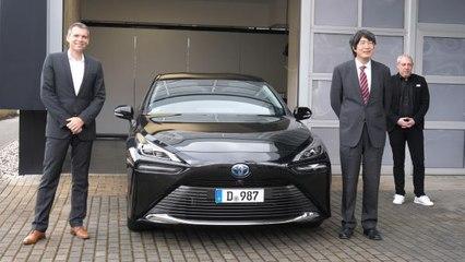 Japanischer Generalkonsul ab sofort im neuen Toyota Mirai unterwegs