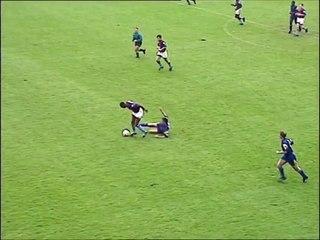 Dalian Atkinson một mình solo ghi bàn từ sân nhà