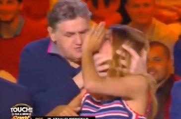 Pierre Ménes embrasse de force Francesca Antoniotti