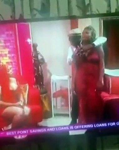 Scandale : une femme se fait d0igter et trip0ter en direct à la télé au Ghana
