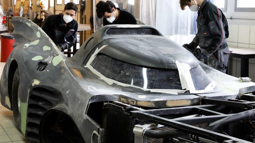 A Argenteuil, des apprentis carrossiers repeignent la voiture… de Batman !