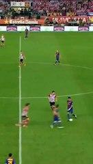 Messi một mình solo từ giữa sân