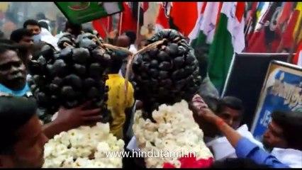 அமைச்சர் ஜெயக்குமார் ராயபுரம் மீனவர்கள் குடியிருப்பில் வாக்கு சேகரிப்பு