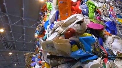 ME.LAND réalise sa gamme des baskets Vivace à partir de déchets plastiques repéchés dans les océans et de chutes de caoutchouc