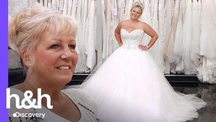 Mãe da noiva dá o toque final no vestido escolhido | O Vestido Ideal: Reino Unido | H&H Brasil