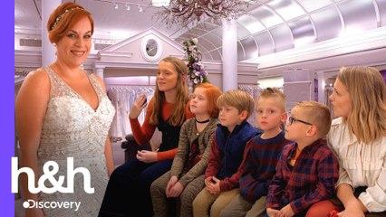 Lleva a sus 6 hijos para elegir el vestido | Vestido de Novia: camino a Nueva York | Discovery H&H
