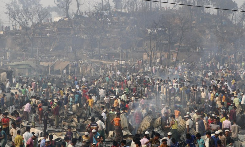 Hundreds of people missing after fire in Rohingya refugee camp in Bangladesh