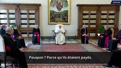 """""""Quiconque est au service de l'argent est contre Dieu"""", affirme le pape François"""