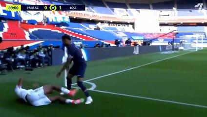 Neymar mất bình tính và nhận thẻ đỏ trong trận PSG thua Lille vòng 30 Ligue 1