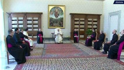 """""""Prier pour les autres est la meilleure façon de les aimer"""", affirme le pape François"""