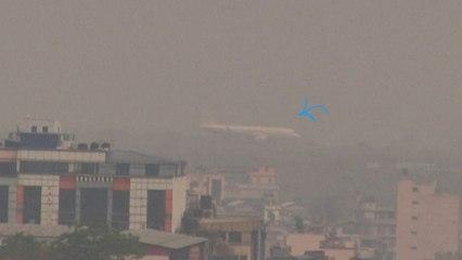 Népal: avions dans le brouillard et écoles fermées... Kathmandou suffoque sous la fumée des feux de forêts