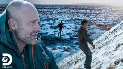 Ed y Xinlei en extenuante carrera en el hielo   Ed Stafford: Contra Todos   Discovery En Español