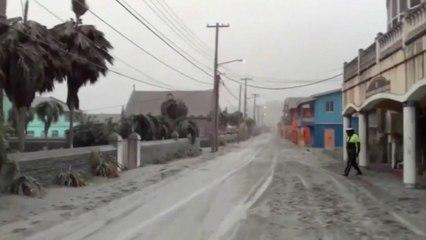 Éruption du volcan de Saint-Vinent: les images des cendres qui recouvrent l'île