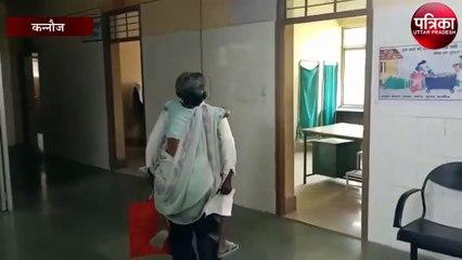 इलाज के लिए बूढ़ी मां को पीठ पर लाद कर घूमता रहा बेटा, वीडियो वायरल