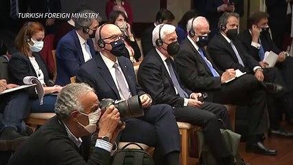 Ministros da Grécia e Turquia discutem durante coletiva de imprensa