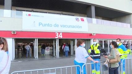 Madrid podría cerrar los centros de vacunación masiva si no llegan más dosis