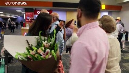 """شاهد: سعادة غامرة بين المسافرين مع بدء رحلات """"فقاعة السفر"""" بين أستراليا ونيوزيلندا"""
