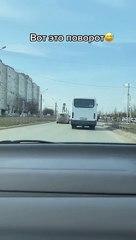 Condutor russo inova na hora de agradecer a quem lhe cede passagem no trânsito