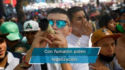 Celebran Día Internacional de la Marihuana en la CDMX con mega fumadero