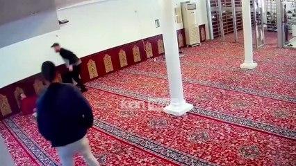 Dalin pamjet kur 34-vjecari sulmon me thike besimtaret ne xhami