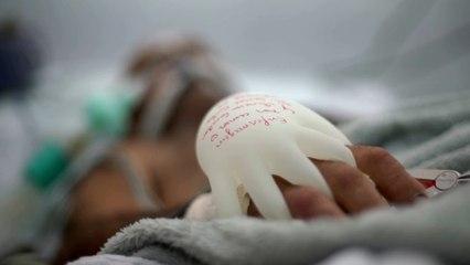 Covid-19 au Brésil : «les mains d'amour», ces gants chauds qui réconfortent les patients en soins intensifs