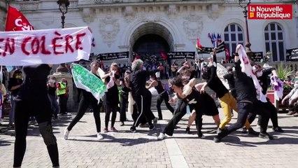 VIDEO. Niort: La chorégraphie des intermittents en colère contre la réforme de l'assurance-chômage