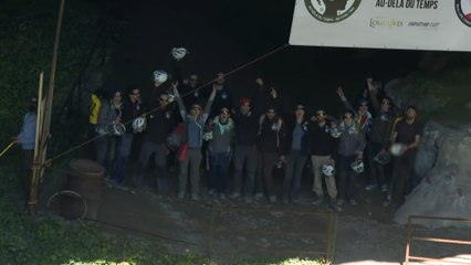 Ils sortent après 40 jours confinés dans une grotte pour une expérience
