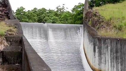 Il se jette d'un barrage comme dans un parc aquatique !