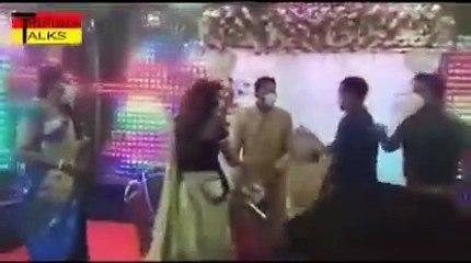 शादी में अचानक पहुंचे डीएम, भीड़ देख भड़के, परमिशन लेटर फाड़कर फेंका-पंडित को मारा थप्पड़, वीडियो वायरल