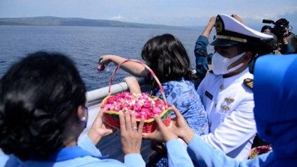 Sous-marin disparu au large de Bali : les familles des marins disent adieu à leurs morts