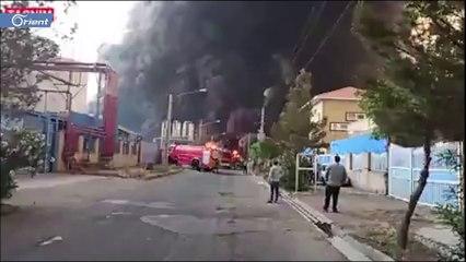 اندلاع حريق كبير بمنطقة صناعية في مدينة قم بجنوب طهران