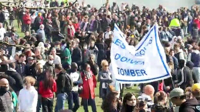 شاهد: شباب يتحدون قيود كوفيد في بلجيكا بتنظيم حفل في حديقة عامة
