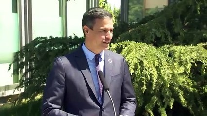 Pedro Sánchez es abucheado mientras declara ante los medios