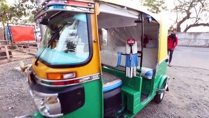 """شاهد: عربة إسعاف """"توك توك"""" توفر الأكسجين والنقل مجانا لمرضى كوفيدـ19 في الهند"""