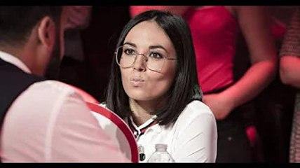 Agathe Auproux sans lunettes avec un look osé et très coloré : les internautes n'en reviennent pas