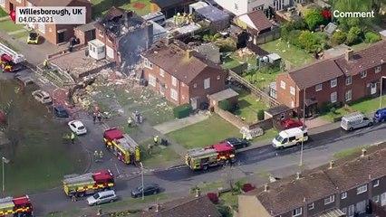 إصابة شخصين بجروح خطيرة إثر انفجار تسبب في تدمير منزل في بريطانيا