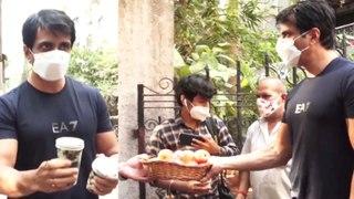 ಮನೆ ಬಳಿ ಕಷ್ಟ ಅಂತಾ ಬಂದವರಿಗೆ ಸೋನು ಸೂದ್ ಏನ್ ಮಾಡಿದ್ರು ನೋಡಿ | Filmibeat Kannada