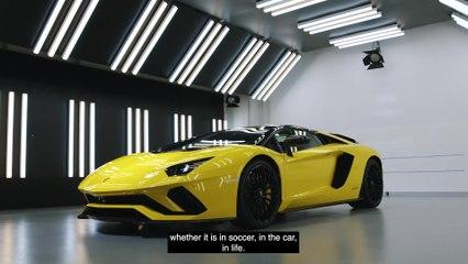 La stella del calcio Paulo Dybala festeggia il 100° goal con una nuova Lamborghini