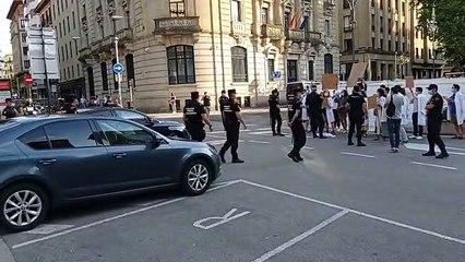 Concentración en Pamplona por la polémica de las plazas MIR