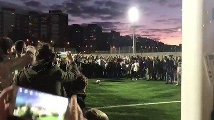 Martínez Almeida y el balonazo a un niño que acabó en asistencia y gol