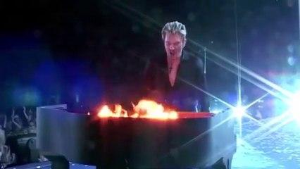 Johnny Hallyday - Whole lotta' shakin' goin'on ( Bercy 2003 )