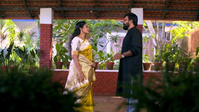 Vedhika calls Sumi