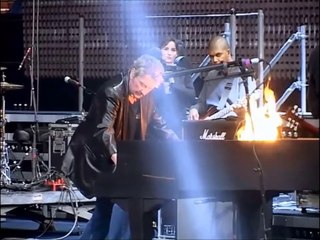 """Johnny Hallyday -Making off  du piano sur """" Whole lotta' shakin' goin'on """" ( Bercy 2003 )"""
