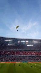En ULM, un militant de Greenpeace a failli s'écraser dans les tribunes avant France - Allemagne !