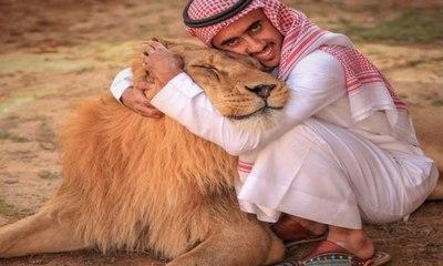 شاب سعودي يروض الحيوانات المفترسة