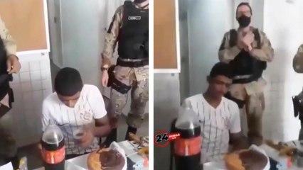 Des policiers fête l'anniversaire d'un homme arrêté le jour de ses 18 ans
