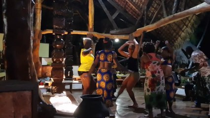 Zota Ft. Fallone Bagboda - Danse Traditionnelle à Nosy Be - Madagascar