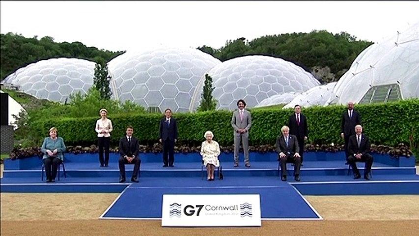 'Enjoying yourself' - World leaders chuckle at Queen's joke