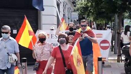 Manifestants de la concentració contra els indults a la plaça de Colón